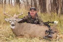 whitetail buck bowhunting