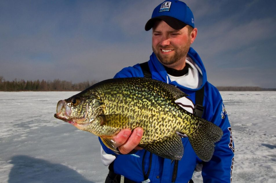 Catching fish through the ice | Catching fish under tough conditions | Catching negative fish through the ice | How to catch stubborn fish through the ice | Tough Ice Fishing |