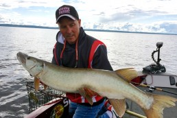 Jim Saric Fall Muskie Fishing Jim Saric pro muskie fishing tips during fall How to catch muskies in September September Muskie Fishing What to use for muskies during the fall